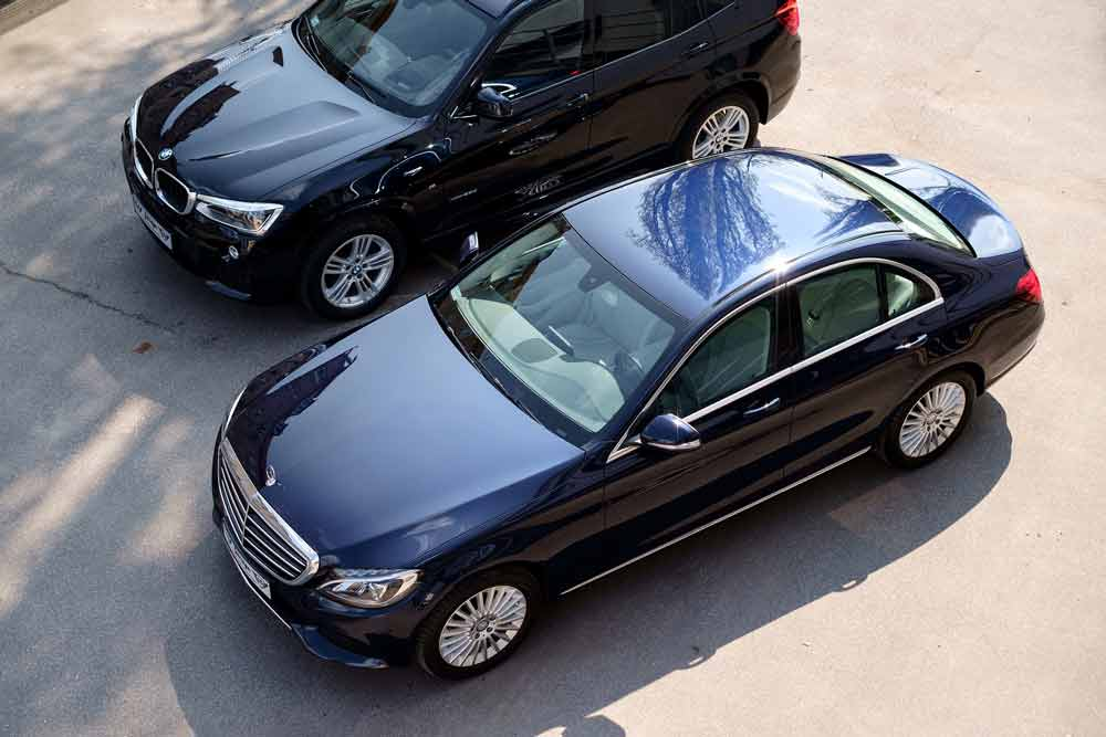Black luxury sedans and SUVs can be reserved for transportation service, taxi, airport transportation, or special occasion